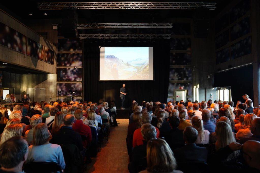 Anders Hall Grøterud på scenen i Notodden.