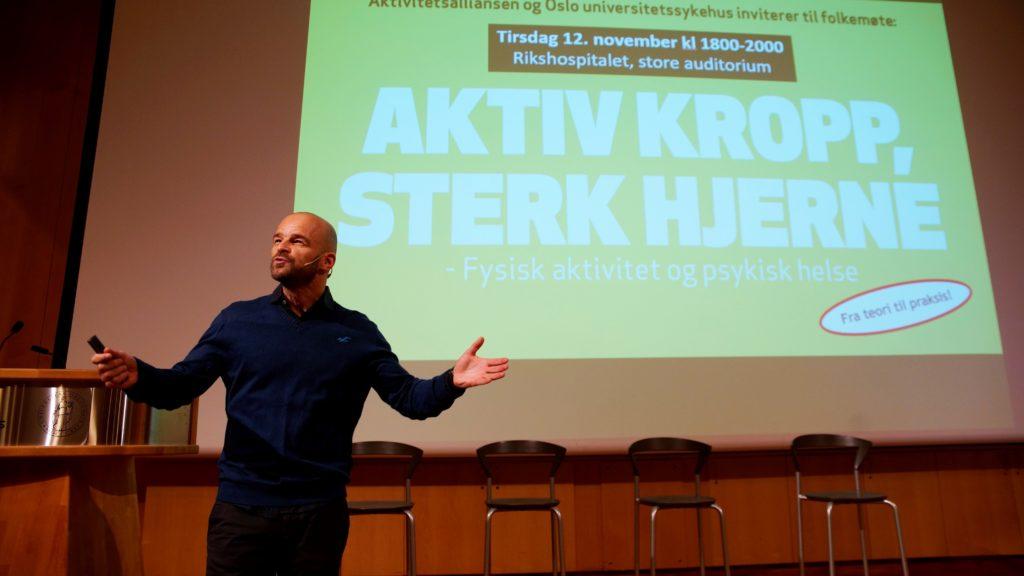 Anders Hall Grøterud, daglig leder i Aktivitetsalliansen, ledet folkemøtet på Rikshospitalet. Foto: Lars Erik Mørk